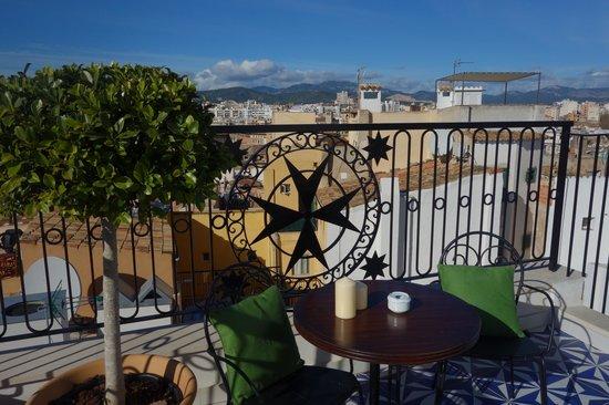 Hotel Cort: Terrassenblick in die Berge