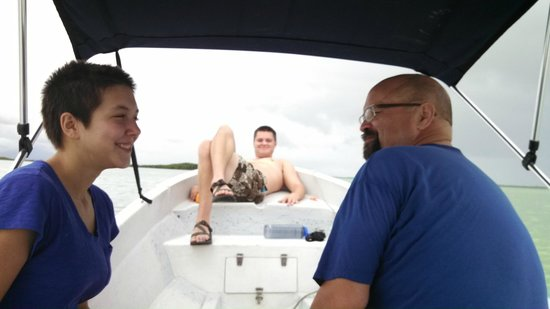 Diamante Maya Tours : Relaxing on our private boat tour of Sian Ka'an.