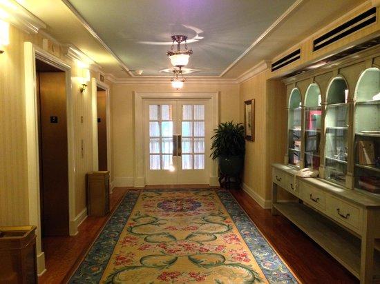 Disney's BoardWalk Inn: 5th Floor Elevators/Hallway
