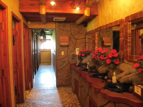 La Paz Waterfall Gardens: Bathrooms - amazing