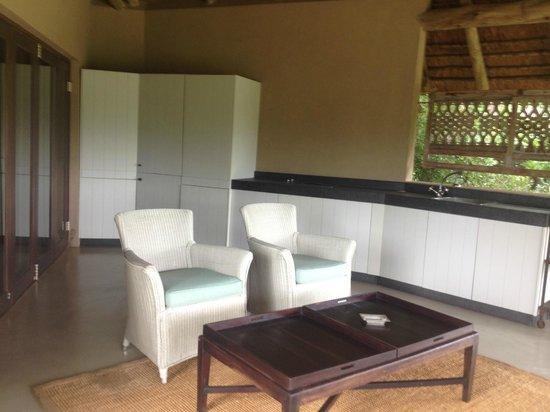 The River Lodge At Thornybush: cucina esterna stanze