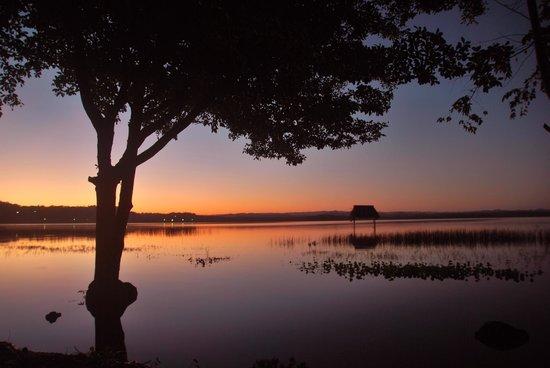Hotel Mon Ami: subida del lago peten 2014