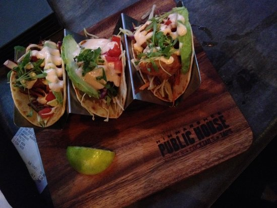 Himmareshee Public House: Yummy fish tacos! Great presentation and flavorful!