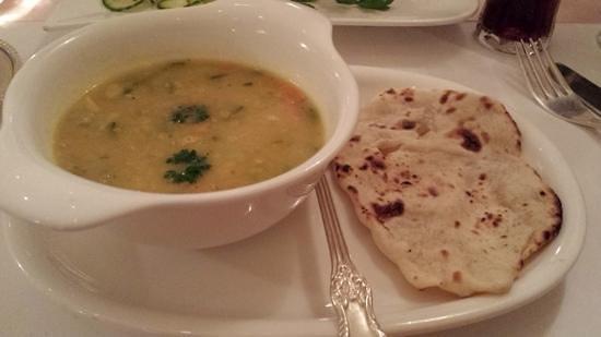 Indisches Restaurant: lentil soup