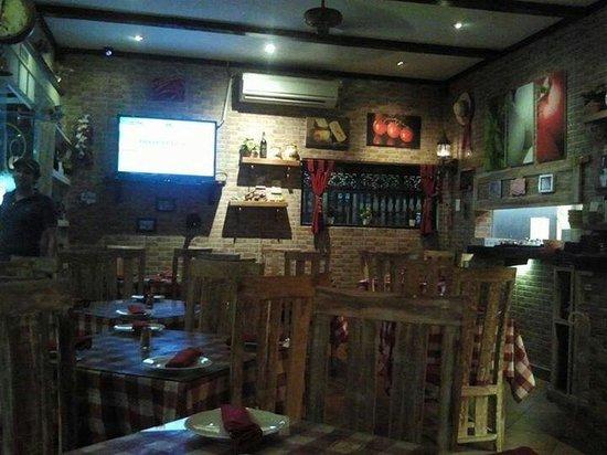 Bella Italia Restaurant : Dining. ..