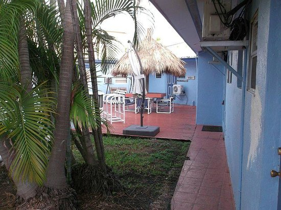 Conch on Inn Motel: back courtyard
