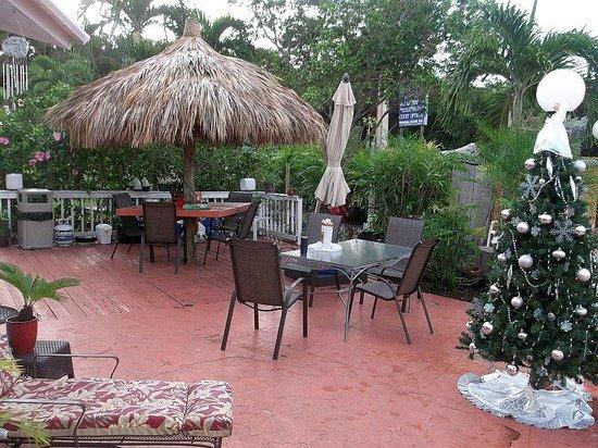 Conch on Inn Motel: courtyard by motel