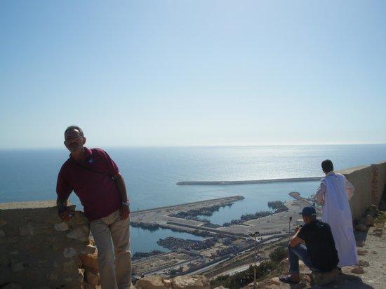 Agadir Fishing Port : Una visión del puerto de agadir