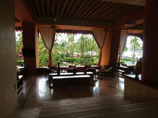 The Westin Resort & Spa Puerto Vallarta: Bar area overlooking pool area