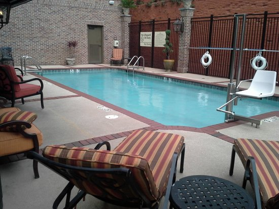 Hampton Inn & Suites Mobile/Downtown: Pool Area