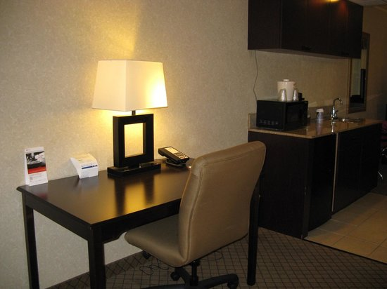 Holiday Inn Express Hotel & Suites Grand Rapids Airport : Holiday Inn Express Rapids Airport -- Work Desk