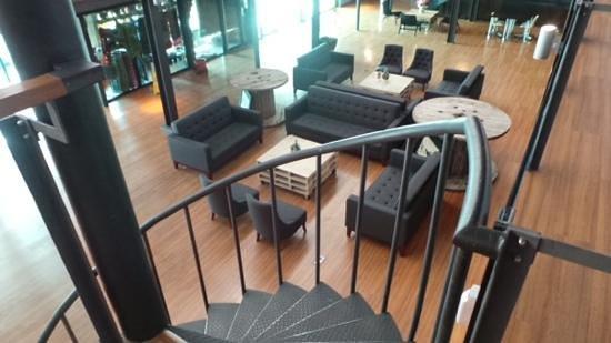 QuaySide Hotel: huge lobby hotel