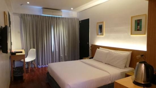 QuaySide Hotel: simple and clean hotel room