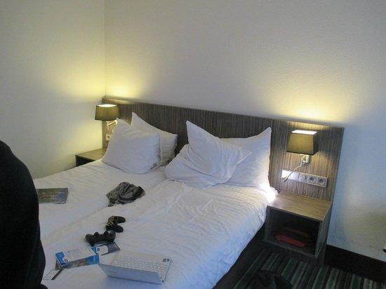 WestCord City Centre Hotel Amsterdam : Camas y  almohadas supercomodas