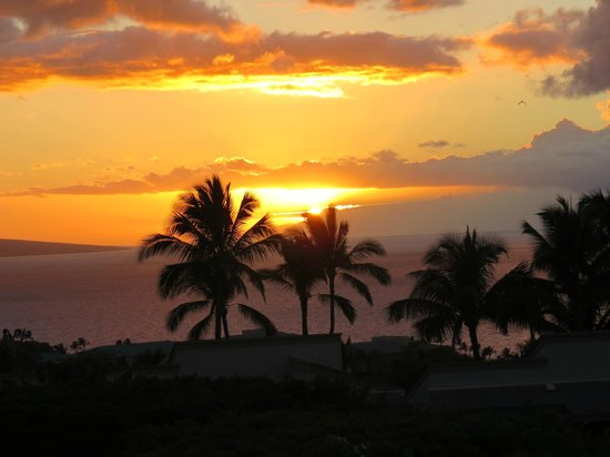Wailea Ekolu Village Resort: One amazing sunset after another from our lanai.