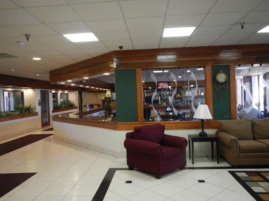 Quality Inn & Suites: breakfast room as viewed from front desk