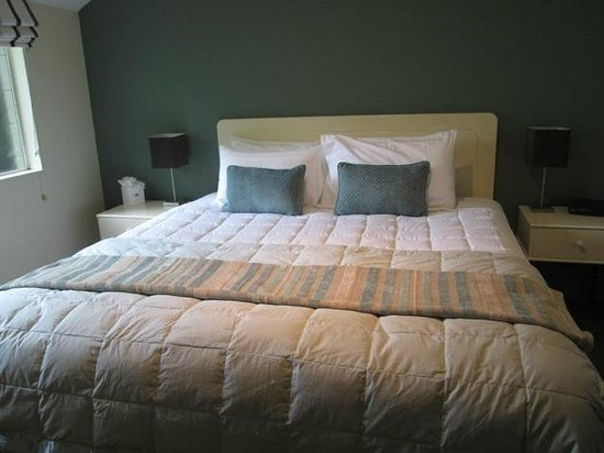 Tuscana Motor Lodge: Bedroom and comfy bed