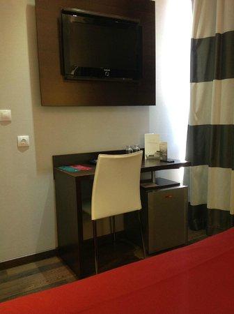 Hotel & Spa Villa Olimpica Suites: ТВ: каналы на испанском и английском языках