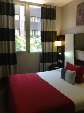 Hotel & Spa Villa Olimpica Suites: Вид на соседний отель