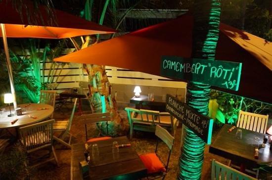 El Cafecito: little garden 2