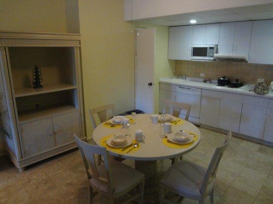 Casa Maya Cancun: Kitchen