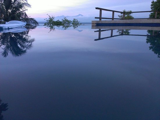 Heaven On The Planet: Infinity pool looking towards Mt Rinjani
