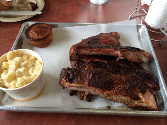 Smoking Pig BBQ Company : 2 meat combo, 3 spare ribs and chicken leg quarter $14.95