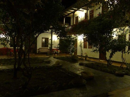 Casa Vieja: Courtyard at night
