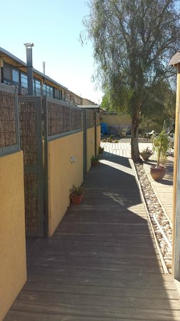 iBex (iBike) Unique Desert Inn: Entrance way to rooms