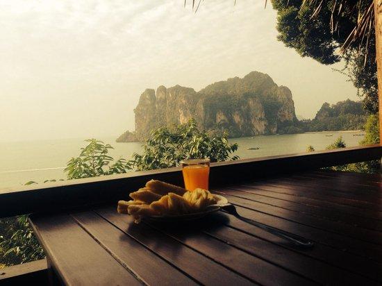 Railay Garden View Resort: Завтрак с хорошим видом.