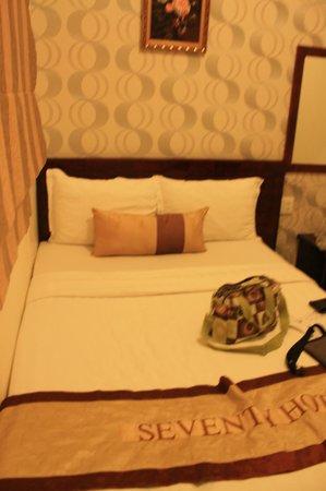 Seventy Hotel : room