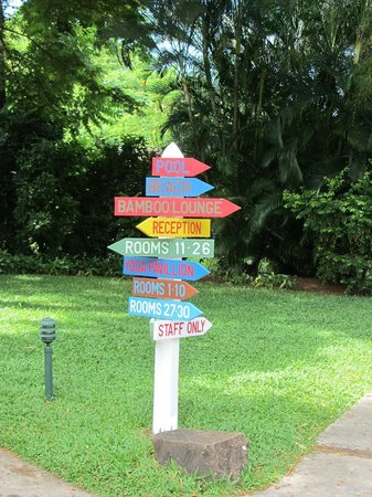 East Winds Inn: Colourful directional signs