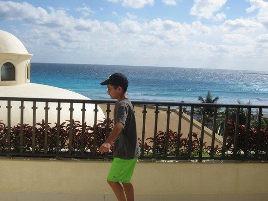 Marriott Cancun Resort: Oversized balcony