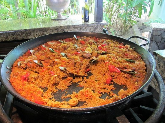 East Winds : Delicious Paella!