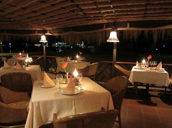 East Winds : Restaurant set for dinner