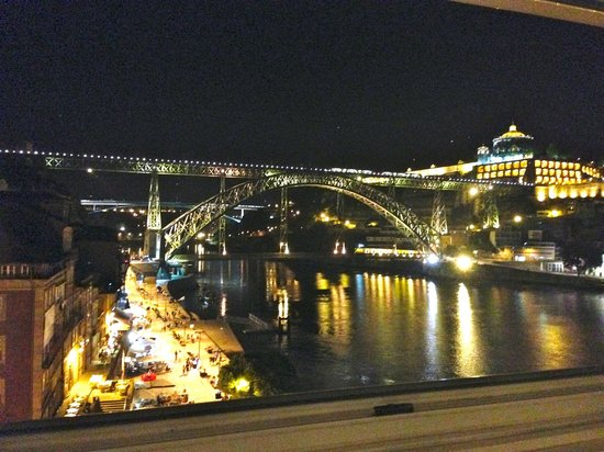 Pestana Vintage Porto : The beautiful bridge at night