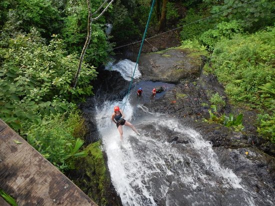 Costa Rica Waterfall Tours: Water Fall Rappelling