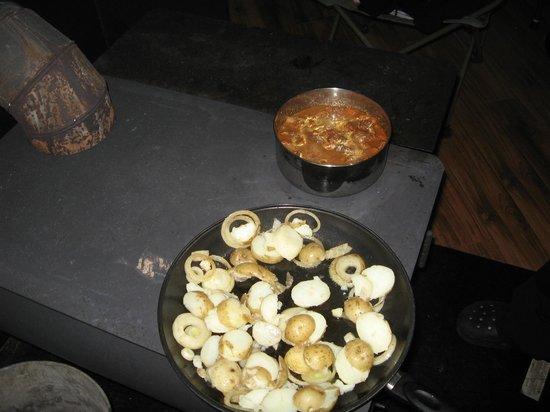 Au Diable Vert : Repas cuisiner sur poêle à bois