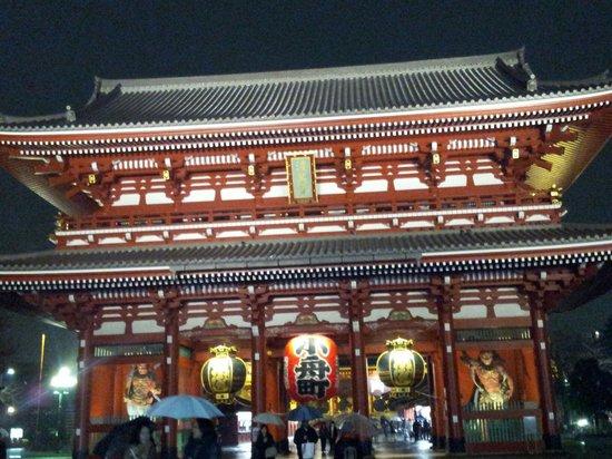 Asakusa: Beautiful in the evening rain...