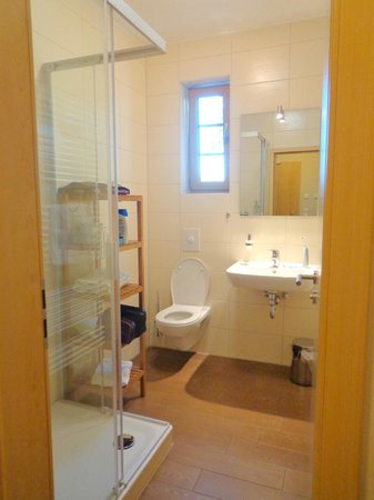 Gasthof Hotel Daimerwirt: very clean bathroom
