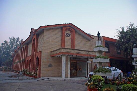 Ashok Country Resort: 外観
