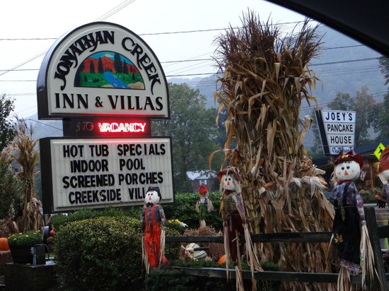 Jonathan Creek Inn and Villas: Decorated for Fall