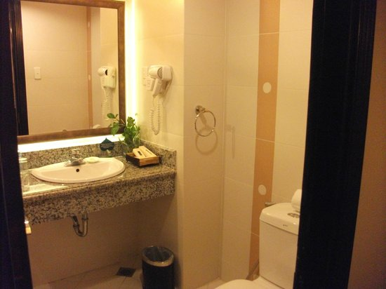 Silverland Central Hotel and Spa : Nice bathroom.
