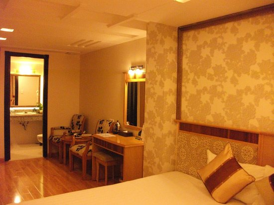 Silverland Central Hotel and Spa : Large room.