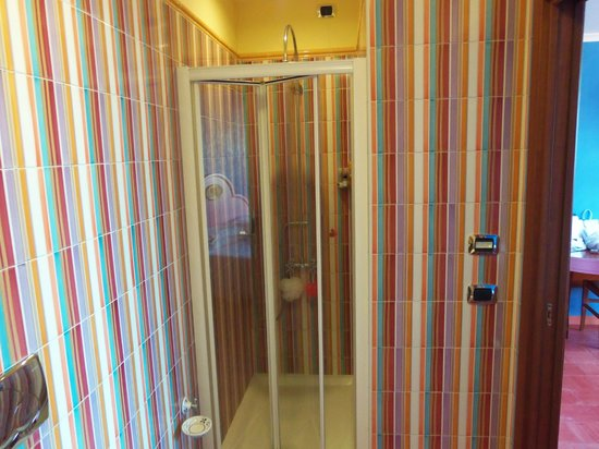 Hotel Prestige Sorrento: Best showers of all time...