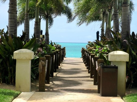 The Regent Grand: Regent Grand - Walkway to the Beach