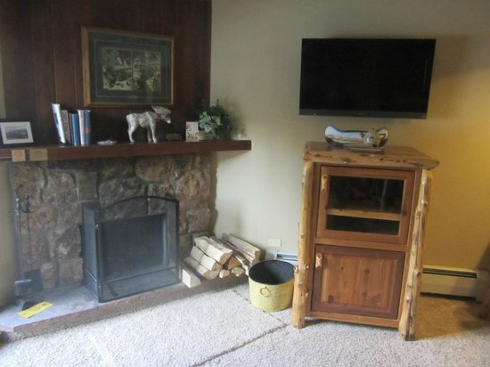 Beaver Run Resort and Conference Center : Fireplace