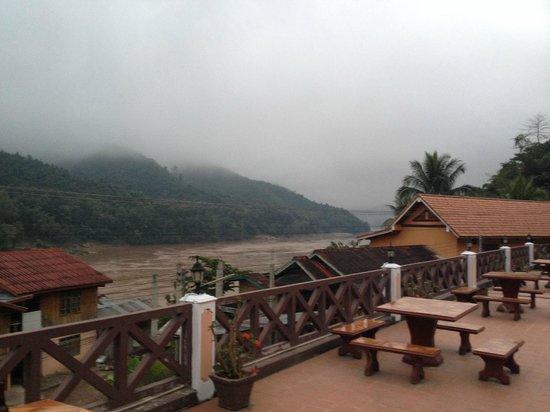 Phetsokxai Hotel Pakbeng: Hotel patio