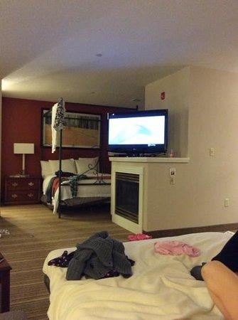 Residence Inn Erie: family room to bedroom