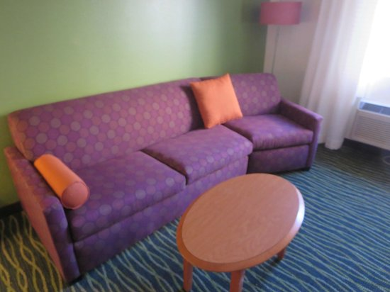 Fairfield Inn St. George: Extra large couch